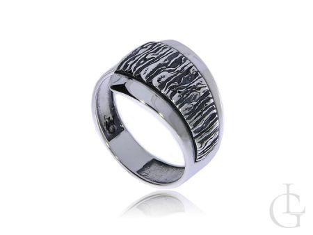 Szeroki i ciekawy pierścionek ze srebra pr.0,925 z oksydą