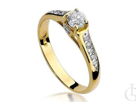 Złoty pierścionek zaręczynowy z brylantami