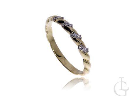 Delikatny pierścionek obrączka ze złota pr.0,585 z cyrkoniami