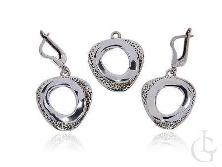 Komplet biżuterii srebrnej pr.0,925 koczyki angielskie zapięcia wisiorek