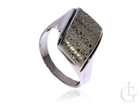 Pierścionek srebrny pr.0,925 z ciekawą koroną