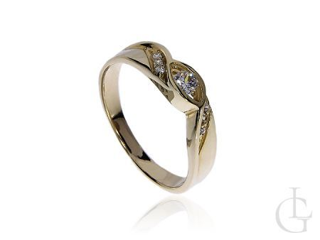 Pierścionek zaręczynowy z klasycznego złota 14 k z cyrkoniami